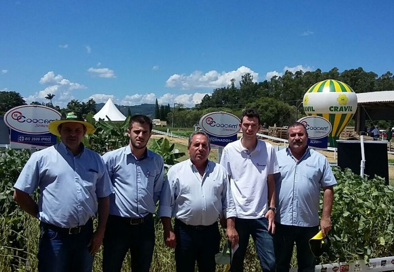 Coocam participa do Dia de Campo Cravil