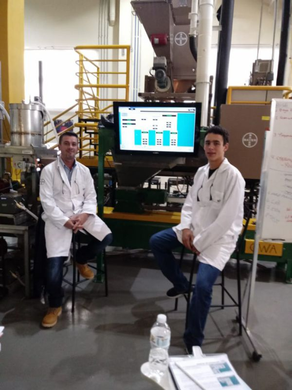 Colaboradores da Coocam participam de treinamento Bayer SeedGrowth Center